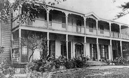 , 'Brisbane House' photographed with timber wings in the 1920s. Stanton Library