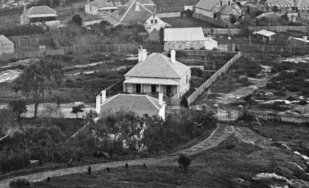 , This stone cottage in William Street, North Sydney, typifies the Georgian style as it was manifested in modest dwellings across North Sydney. Photograph by Charles Bayliss, 1875. State Library of New South Wales.