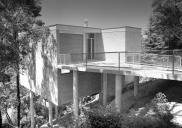 , 'Basser House' entry from Cowdroy Avenue, Cammeray. Photograph by Max Dupain, 1959. Courtesy Max Dupain and Associates and Seidler family