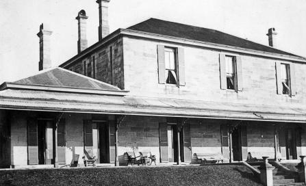 , This photograph of 'Holbrook House' probably shows the eastern elevation facing the Harbour. The number of seats on the verandah suggests it was taken during the building's incarnation as a boarding house after 1916. Stanton Library